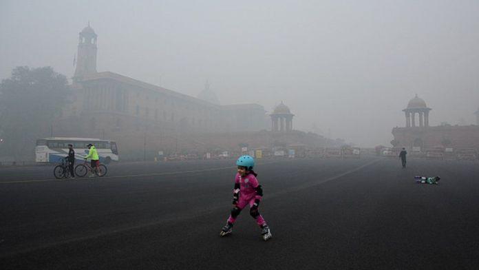 Children doing skating in heavy smog near the president house in New Delhi