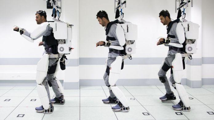 El hombre camina