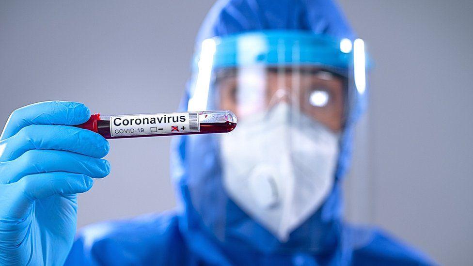 Científicos estudian el uso de plasma para combatir el coronavirus