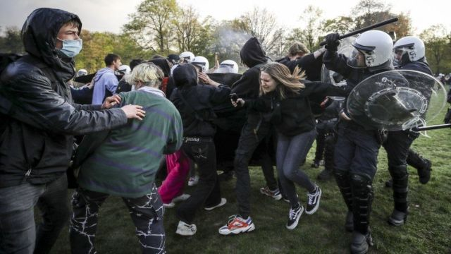 Protesters and police clash during a gathering to protest against the government-imposed anti-Covid measures in Brussels