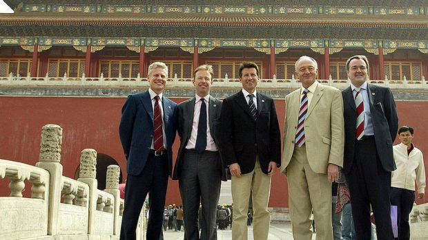 Mayor of London, Ken Livingstone poses with other delegation members at the Forbidden City in Beijing