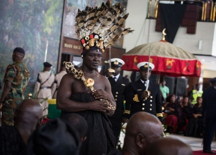 Ashanti chiefs join local chiefs, politicians and extended family members to pay their respects to Kofi Annan, Ghanaian diplomat and former Secretary General of United Nations who died on August 18 at the age of 80 after a short illness, at the entrance of Accra International Conference Centre in Accra on September 12, 2018