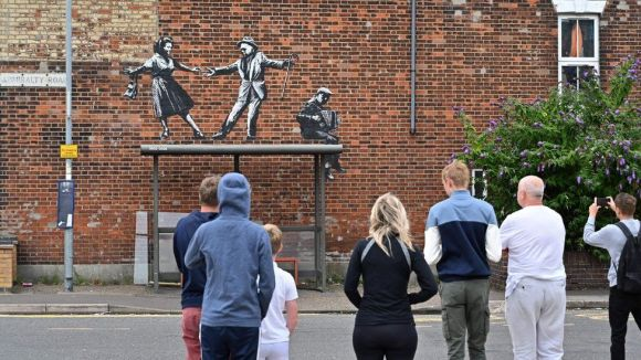 Possible Banksy mural featuring dancing couple in Great Yarmouth
