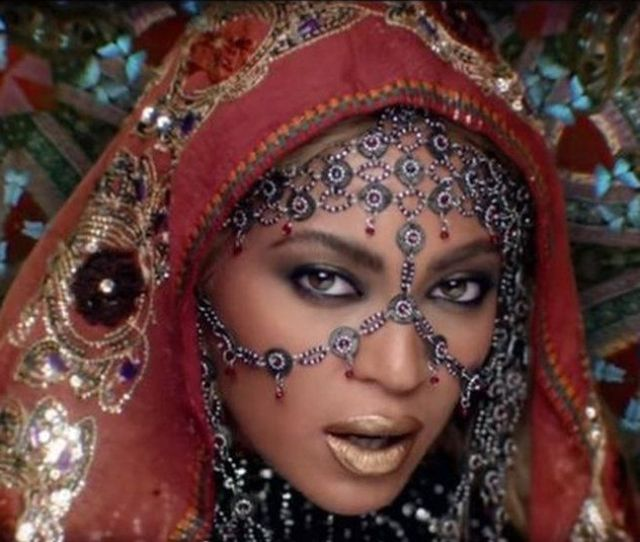 Beyonce In Hymn For The Weekend Video