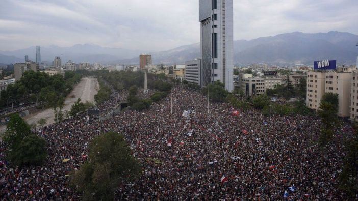 """En redes sociales, la manifestación fue convocada como """"La marcha más grande de Chile""""."""