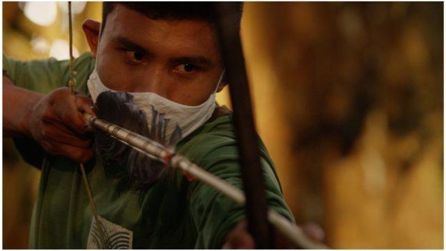 Bitaté Uru Eu Wau Wau on patrol and pointing an arrow