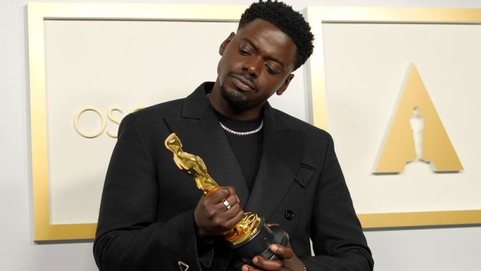 Daniel Kaluuya with his Oscar