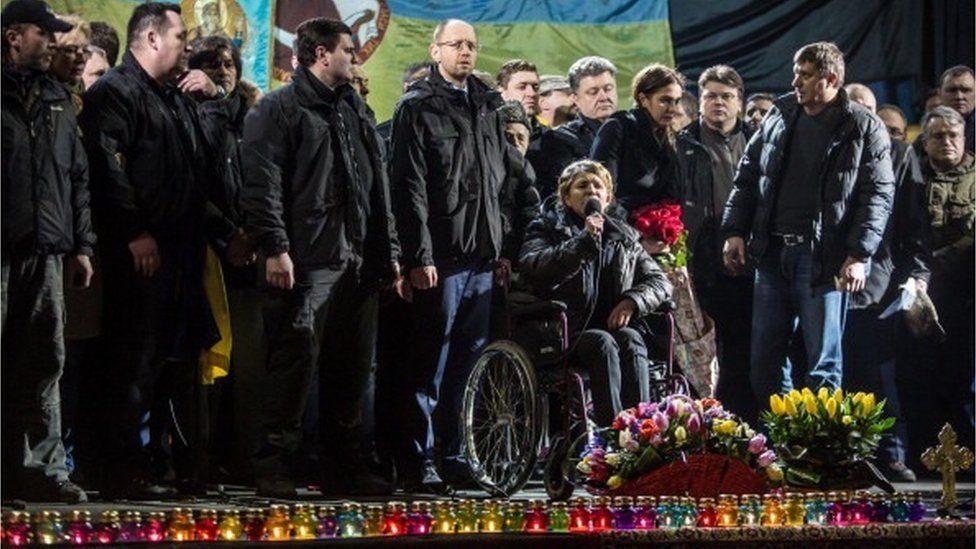 """На """"другому Майдані"""" Юлія Тимошенко з'явилася на інвалідному візку - одразу після звільнення з-за ґрат"""