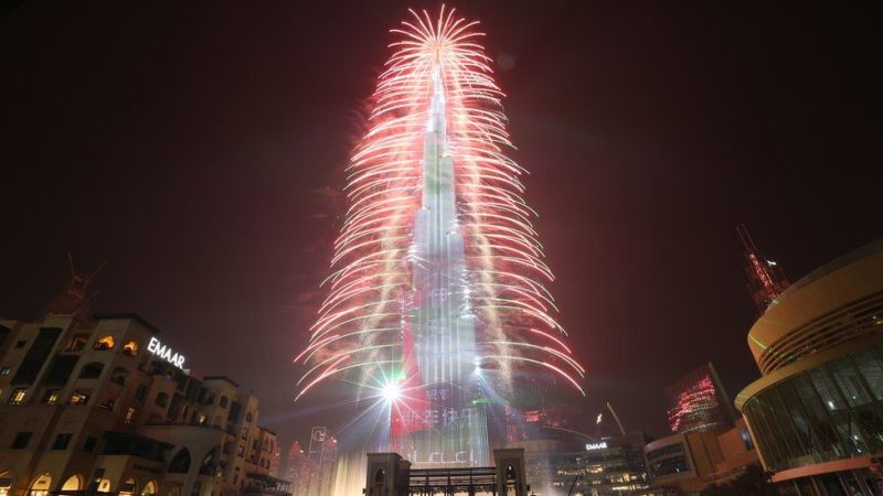 Katika jengo refu zaidi duniani, Burj Khalifa, Dubai, fataki zilikuwa tele pia