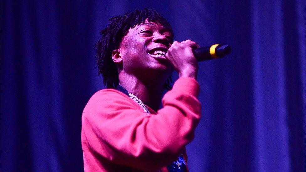 Rapper Lil Loaded dies aged 20 - BBC News