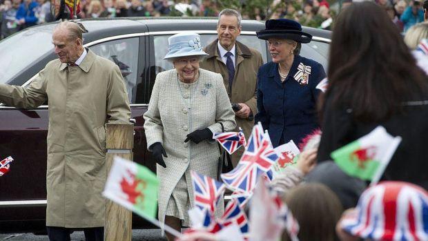 The Queen and Duke of Edinburgh officially open Ynysowen Community Primary School in Aberfan, in 2012