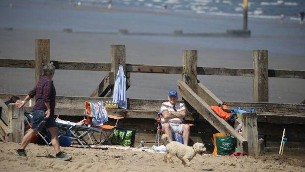 People enjoy the good weather at Portobello beach, near Edinburgh on Bank Holiday Monday