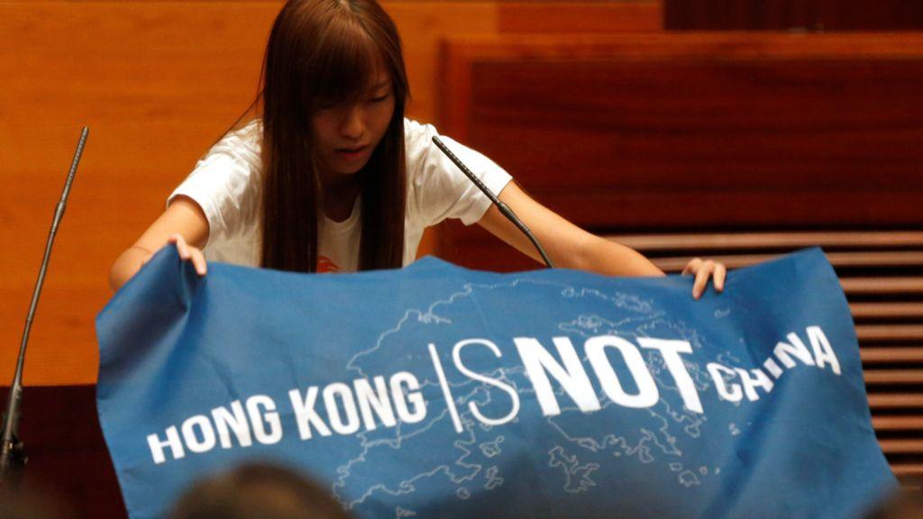 香港立法會議員宣誓就任 三名議員宣誓未被確認 - BBC 中文網