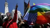 Ativistas protestam em Indianapolis (Foto: Reuters)