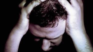 Hombre con problemas mentales