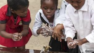 Extender la costumbre de lavarse las manos con jabón podría salvar alrededor de 230.000 vidas al año.
