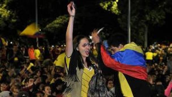 Colombiana celebra con sus compatriotas