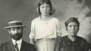 Una familia de inmigrantes rusos en Hawái.