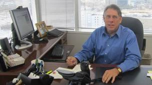 Warren Weathers, subdirector del registro de propiedad del condado de Hillsborough, al que pertenece Ybor City.