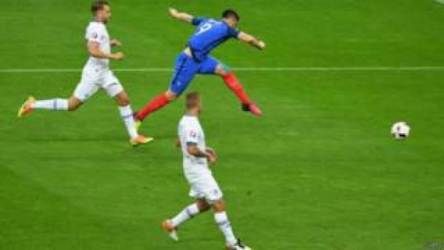 Prancis melawan Islandia