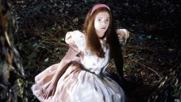 Fotograma de una versión de Alicia en el País de las Maravillas producida por la BBC