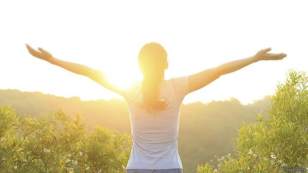 Девушка на восходе солнца