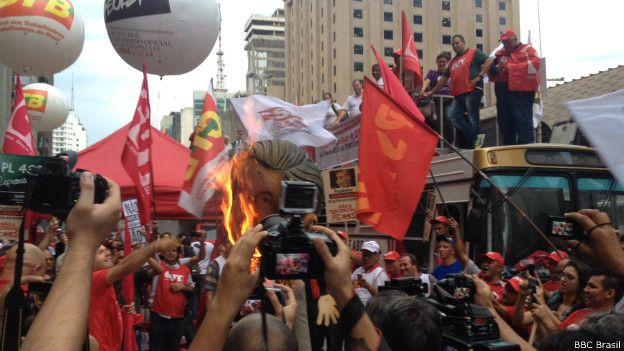 Manifestação contra a lei de terceirização (BBC Brasil)