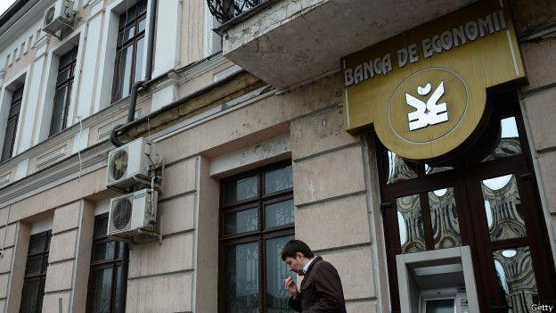 Los tres bancos involucrados tuvieron que ser rescatados para no hundir la economía del país.