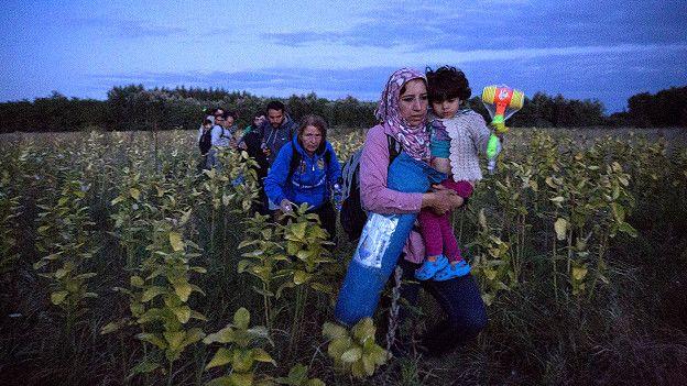 Inmigrantes huyen