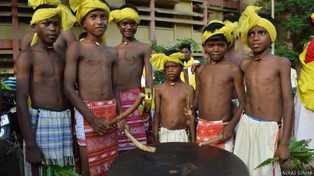 आदिवासी बच्चे