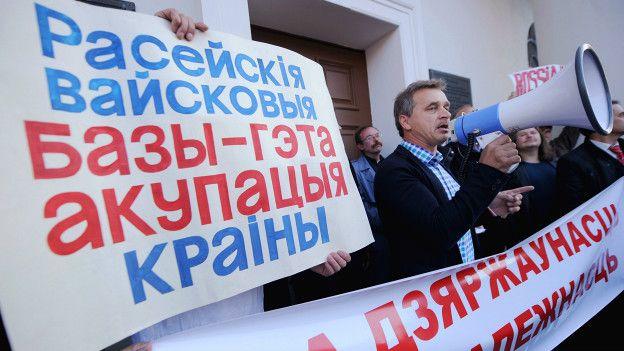 Анатолий Лебедько на митинге против размещения российской военной базы в Белоруссии