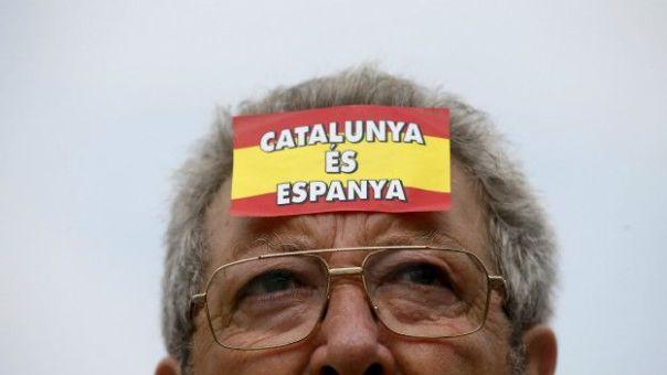 Manifestante anti-independentista