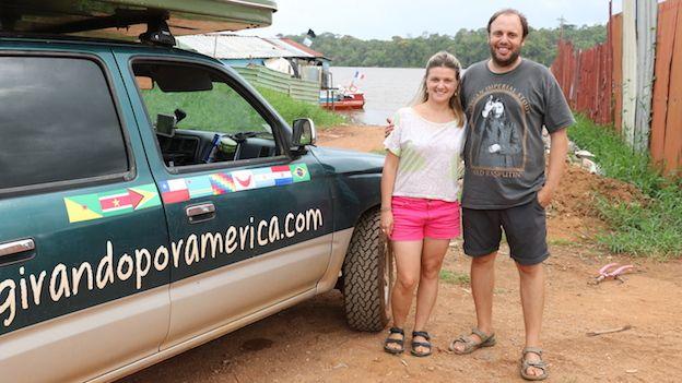 Pareja de turistas argentinos en Saint-Georges, Guyana Francesa.