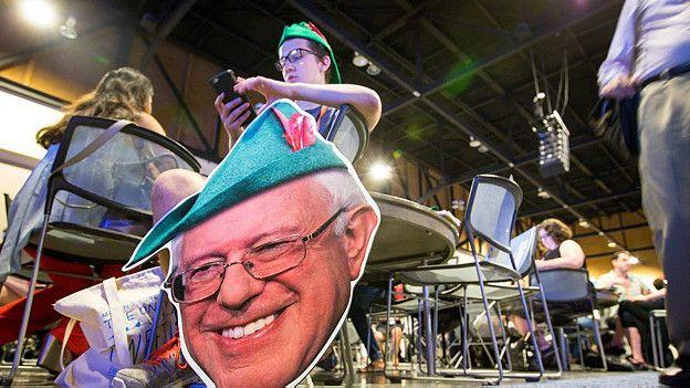 Un cartel muestra a Sanders como Robin Hood.