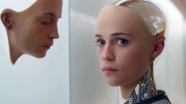 La película Ex Machina explora la relación entre el ser humano y la Inteligencia Artificial.