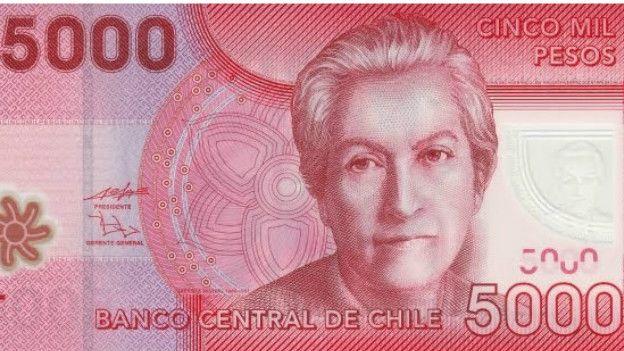 El billete de 5.000 pesos chilenos tiene a Gabriela Mistral.