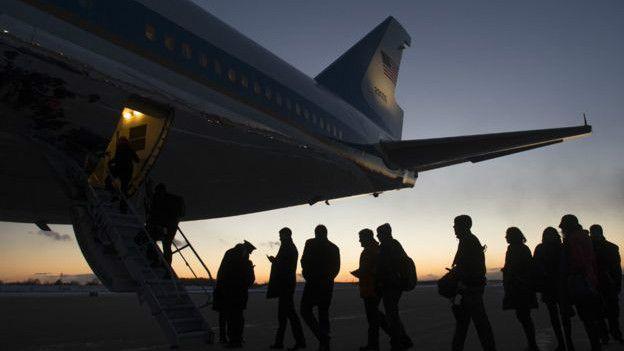 Periodistas abordando el Air Force One