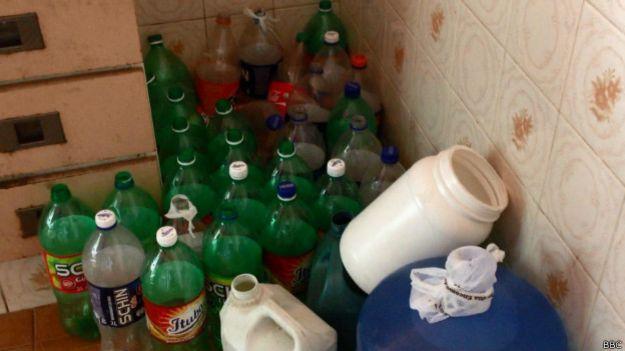 Garrafas de água / Crédito: BBC Brasil