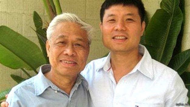 Ông Vũ Quần Phương và con trai GS. Hà Văn