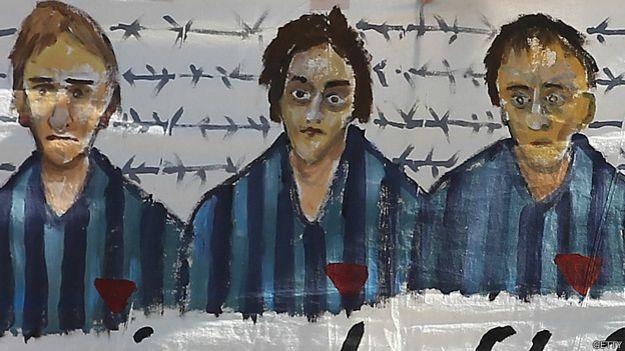 Cartaz de cerimônia para relembrar prisioneiras | Foto: Getty