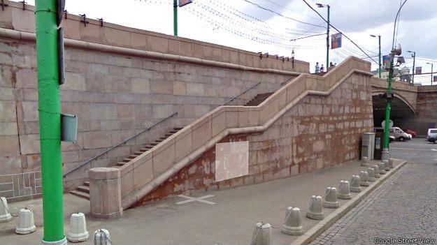 До лестницы, ведущей с Большого Москворецкого моста на набережную, Борис Немцов и его спутница не дошли