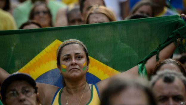 Manifestantes protestan contra el gobierno brasileño de Dilma Rousseff en Río de Janeiro.