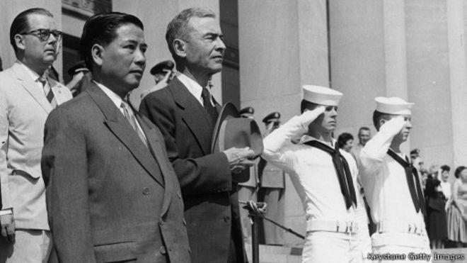 Ông Ngô Đình Diệm cùng Thứ trưởng Quốc phòng Hoa Kỳ Donald Quarles tại Washington hồi năm 1957