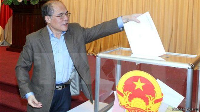 Ông Nguyễn Sinh Hùng