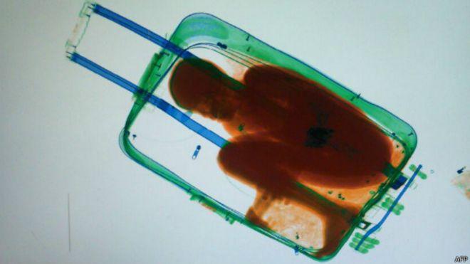 Las fuerzas de seguridad españolas detectaron al niño en el escáner de la aduana.