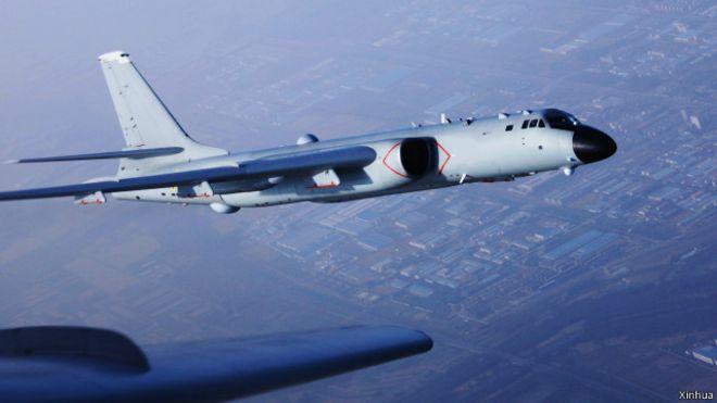 中國空軍轟炸機飛過宮古海峽(資料圖片)
