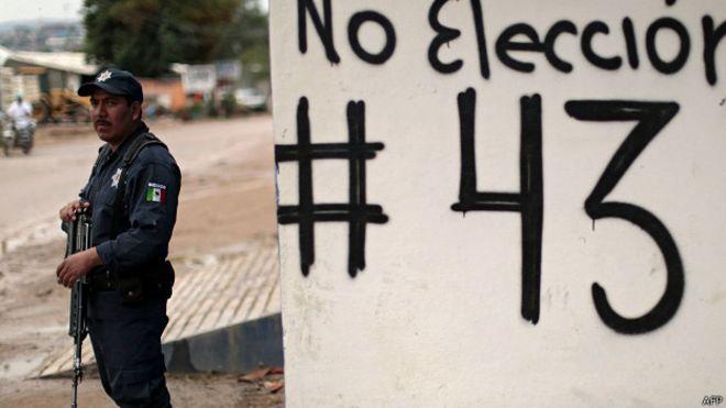 Soldados custodian instalaciones del Instituto Nacional Electoral en Guerrero. Foto: AFP/Getty