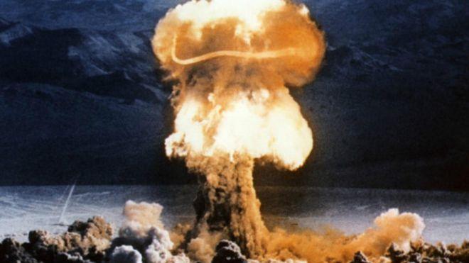 Una nube nuclear con forma de hongo
