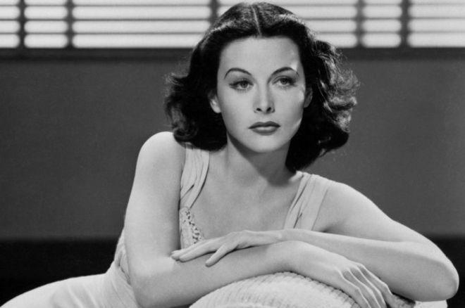Hedy Lamarr era estrella de Hollywood por el día e inventora de sistemas de guiado de misiles por la noche.