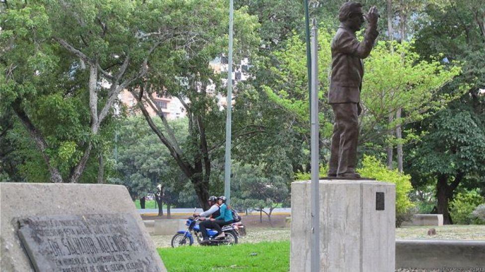 Estatua de Salvador Allende. Foto: Elyxandro Cegarra